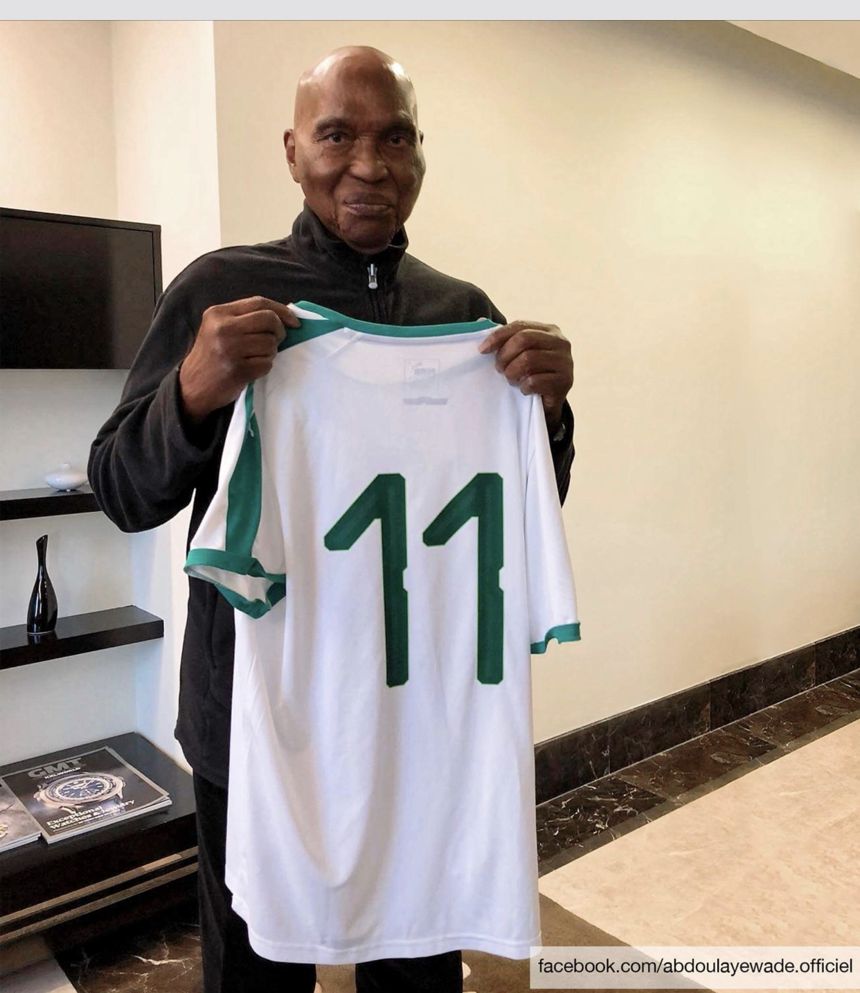 Coupe du monde : Quand Cheikh Ndoye offre son maillot à Abdoulaye Wade