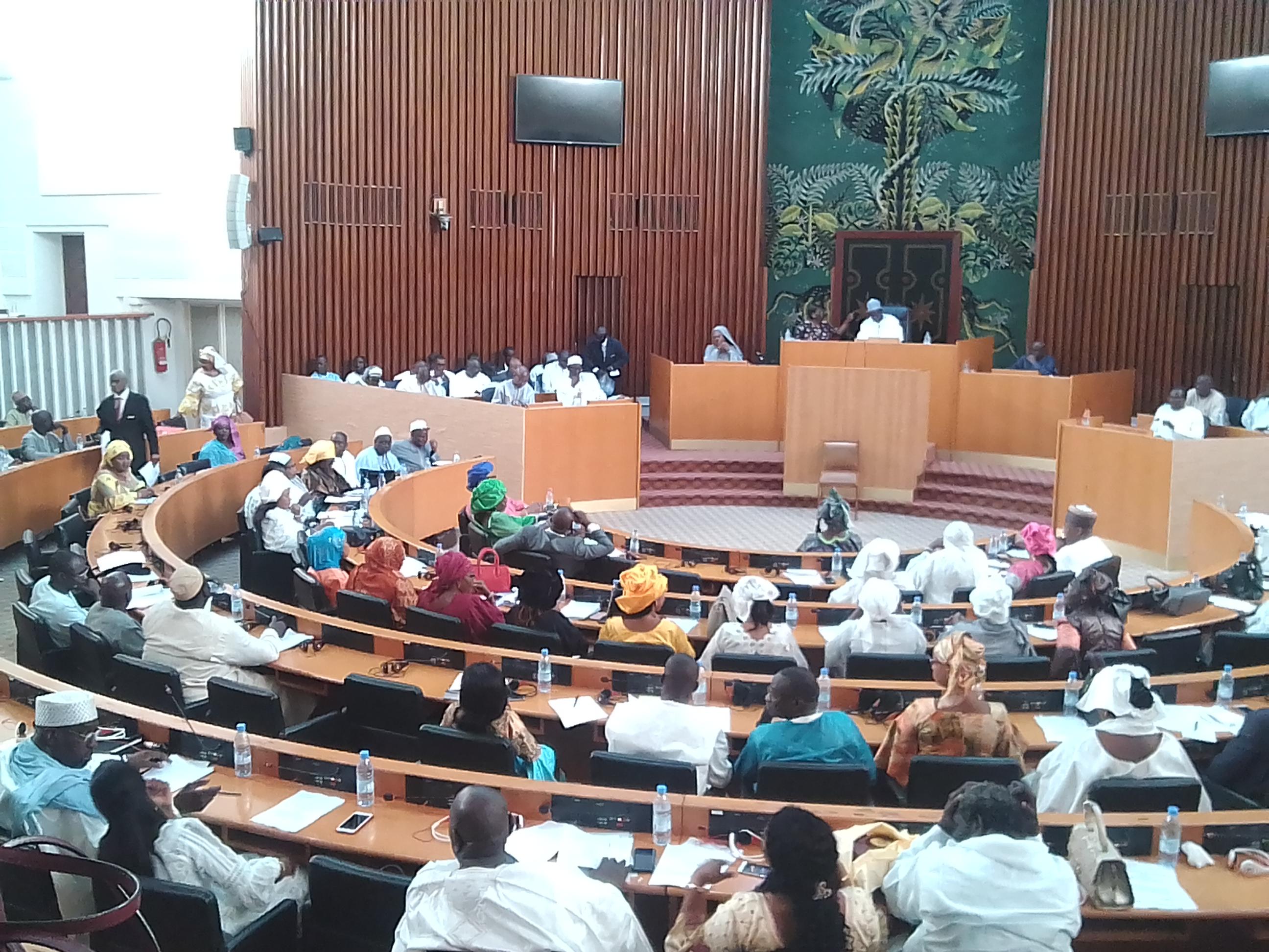 Assemblee Nationale Les Parlementaires Examinent Le Projet De Loi