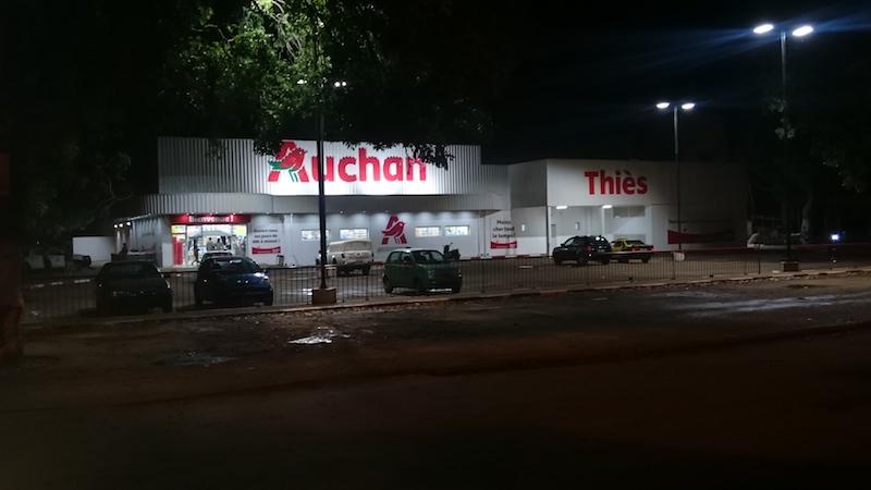 Thiès : Les magasins Auchan ne désemplissent pas, malgré le passage de la caravane de l'Unacois Jappo