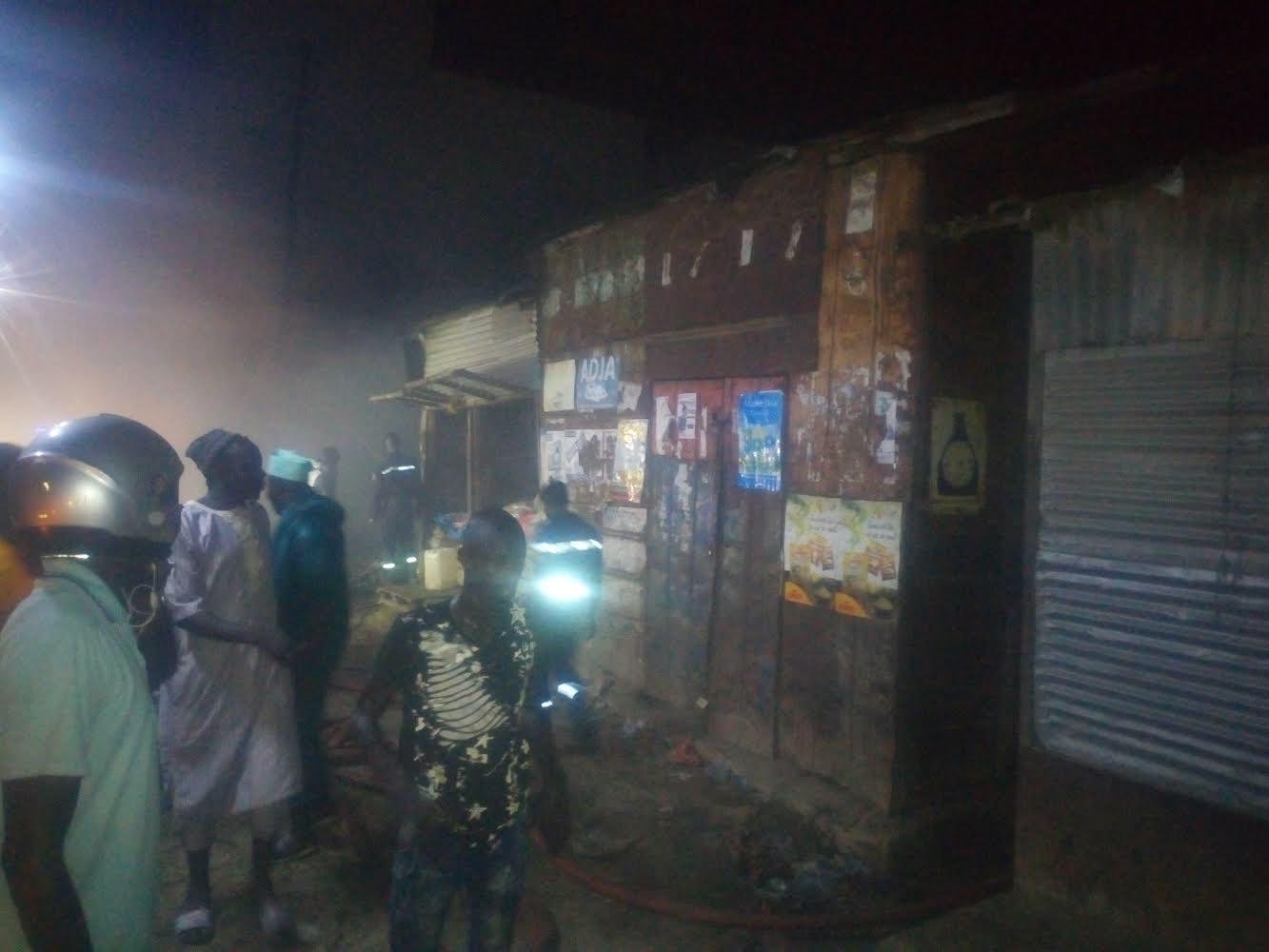 Incendie à Kaolack : Le feu dicte encore sa loi au marché Zinc.