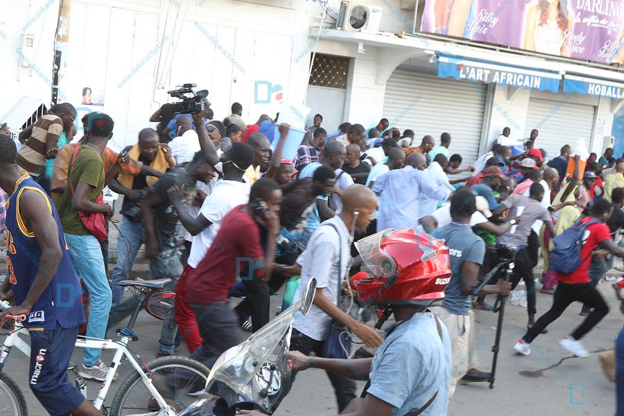 Les images du sit-in de l'opposition en centre ville