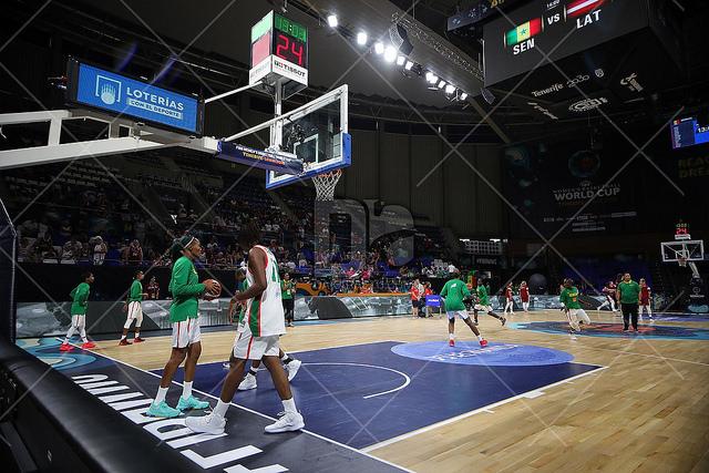 """Match de Coupe du monde FIBA : """"Africa Dream Again"""" de Youssou Ndour pour l'entrée des joueuses sénégalaises"""