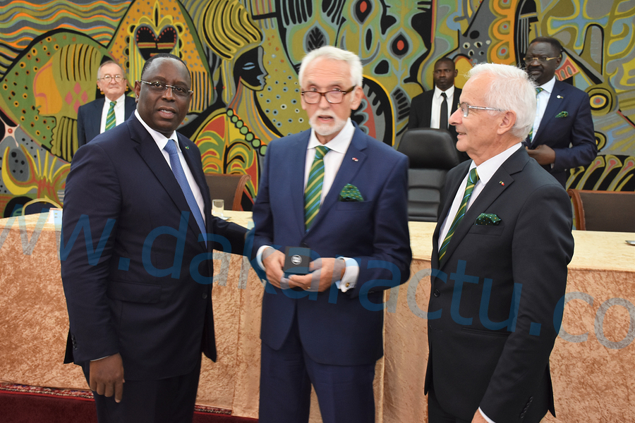 Le Président Macky Sall a été décoré de la médaille d'or de l'Académie d'agriculture de France ( IMAGES )