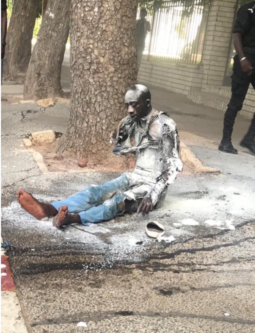 URGENT / Avenue de la République : Un invalide tente de s'immoler par le feu et de rallier le palais