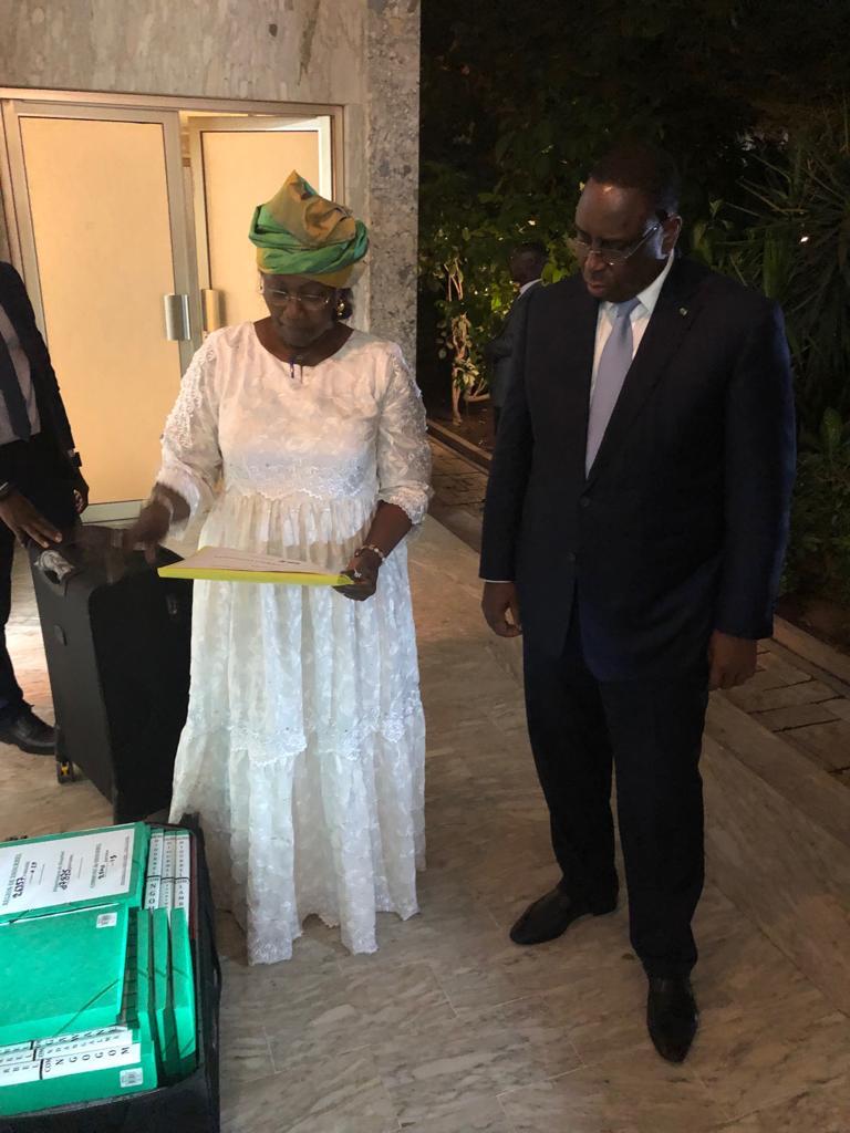 Parrainages : Mme Aminata Tall remet 45922 signatures à Macky Sall et révèle les secrets de cette prouesse sur le territoire national