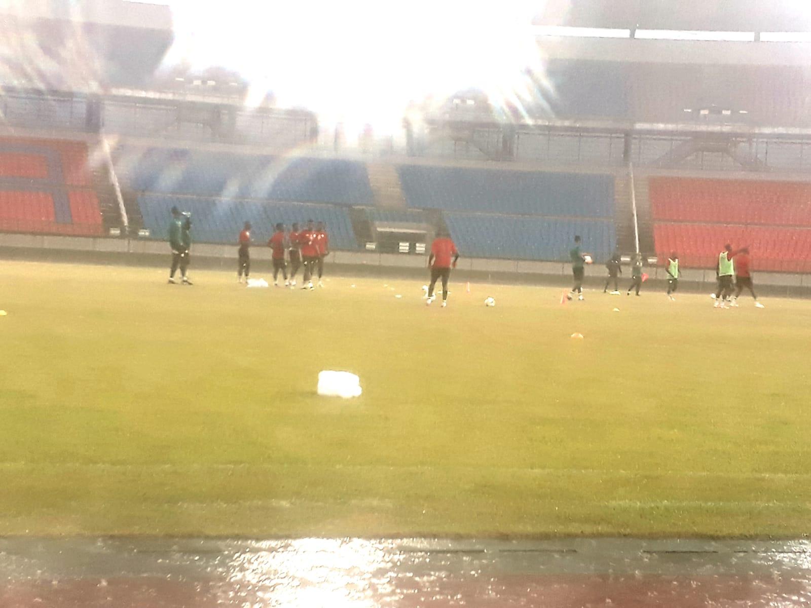 Bata : Une pluie battante s'invite à l'entraînement des Lions