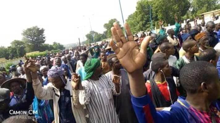 Marche de Mouvement Mbamtaré (développement) : La population de la commune de Aouré lance son cri du cœur.