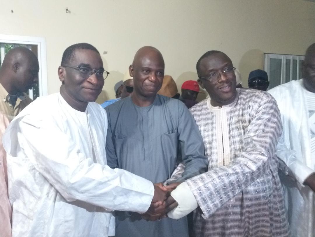 Parrainage à Podor : Dr Cheikh Oumar Anne et Racine Sy ont remis au délégué régional Mansour Faye 41.312 signatures.