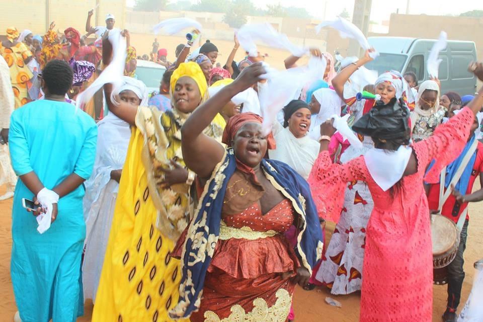 Jaxaay : Le ministre Ndèye Sally Diop Dieng offre 15.000.000 FCFA pour le financement des femmes et du matériel d'équipement pour la commune.