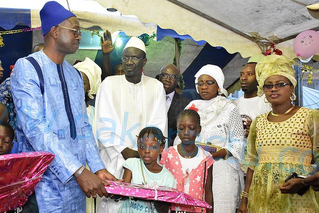 Arbre de noël des 4 zones de la Médina : Cheikh Bâ au cœur du social offre 1000 cadeaux aux enfants ( IMAGES )