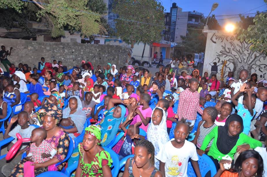 Dons de fournitures et de jouets aux enfants de la Commune de BISCUITERIE   Par l'Apériste Maguette Diop ( IMAGES )