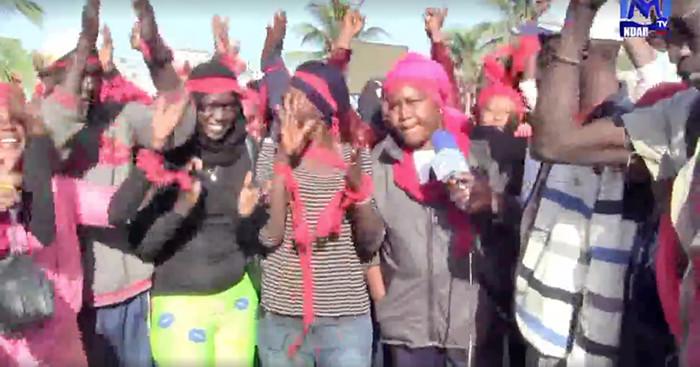 Saint-Louis : Les agents du nettoiement de la commune en brassards rouges exigent le paiement de leurs salaires