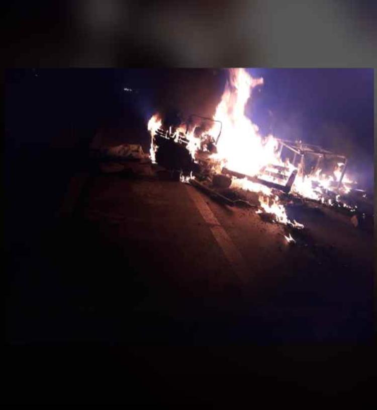 Urgent / UGB en flammes : Les étudiants barrent la nationale et manifestent leur courroux sur le retard noté dans le paiement de leurs bourses