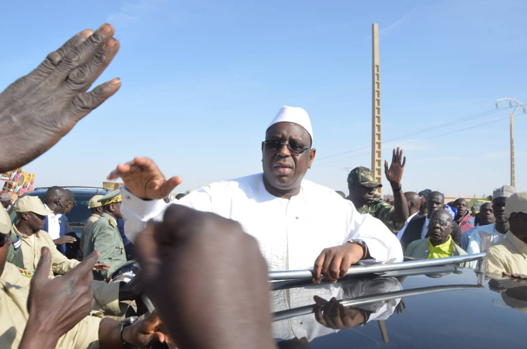 (IMAGES) Baye Ciss offre une brigade à la Douane Sénégalaise et reçoit les félicitations du Président de la République
