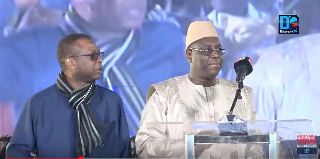 """Présidentielle 2019 -  Un """"leumbeul"""" présidentiel ! La danse de Macky sur la place Faidherbe de Saint-Louis (vidéo)"""