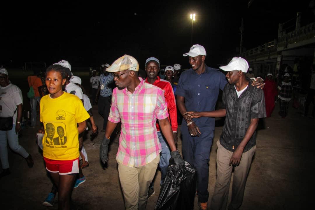 Après le grand meeting de Tambacounda, le DG Mamadou Kassé et ses équipes nettoient le stade régional