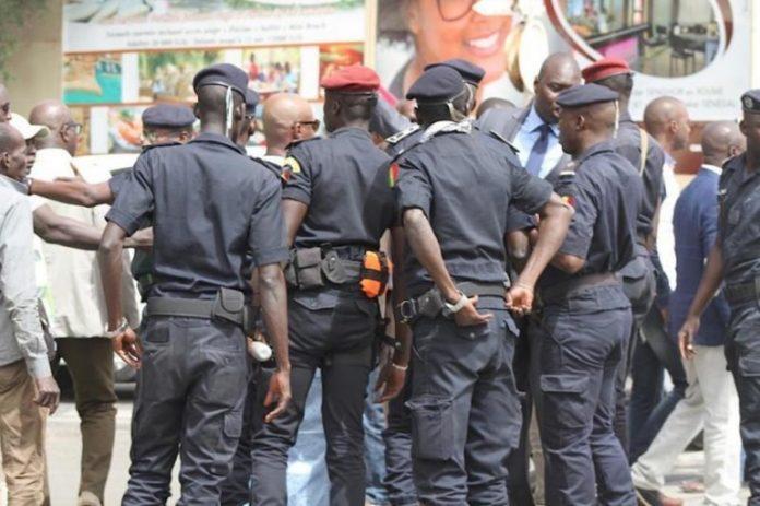 MBOUR : Mamadou Diao dérobe le portable du commissaire central ...