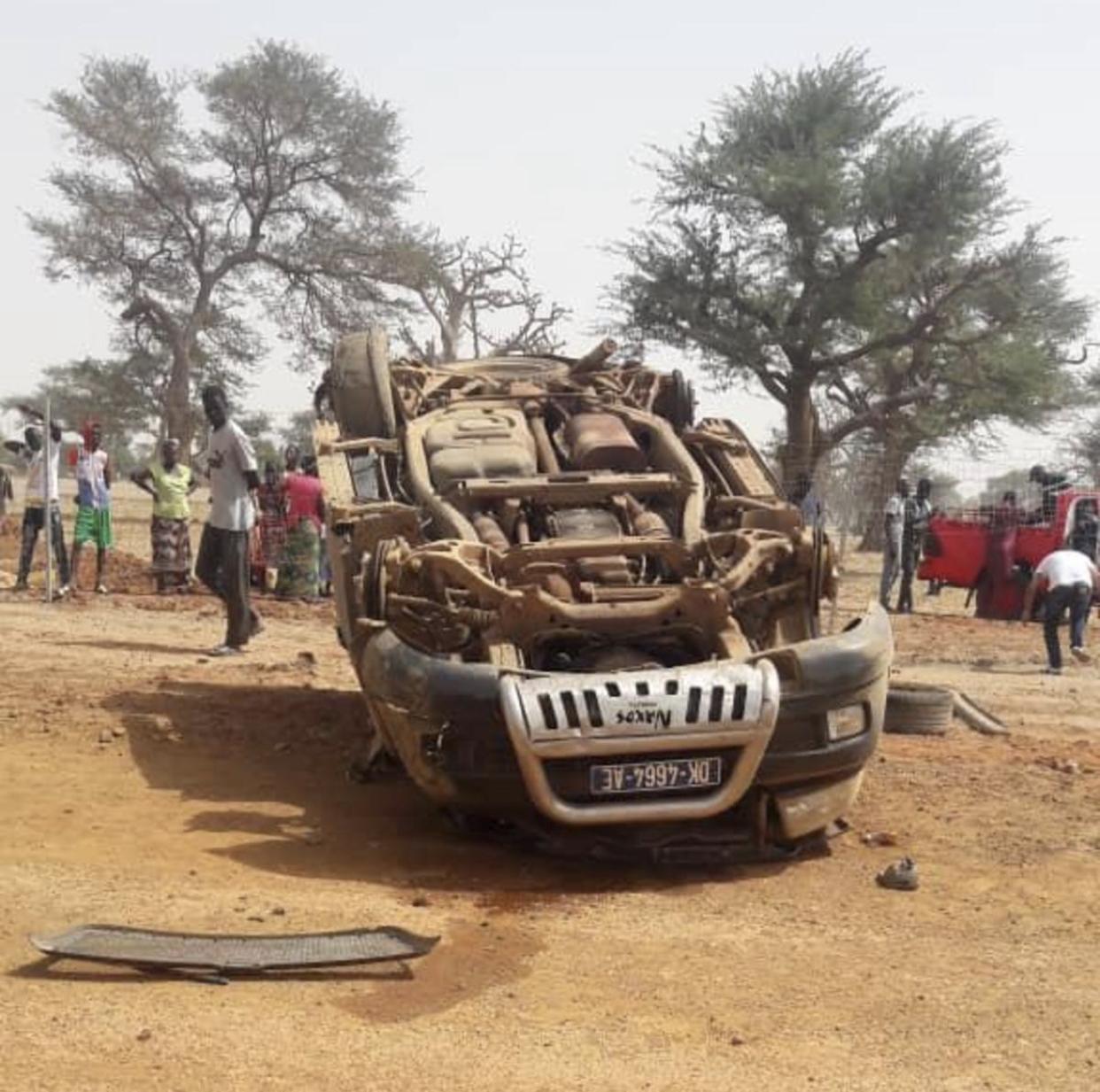 Accident sur l'autoroute Ila Touba : Un 4X4 du cortège du ministre conseiller Coumba Ndoffène fait un tonneau occasionnant 7 blessés graves