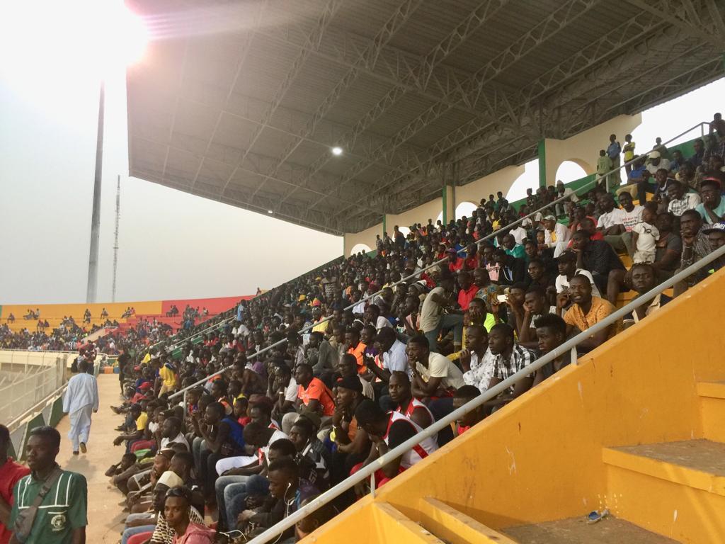 Des centaines de supporters au premier entraînement des Lions au stade Lat-Dior