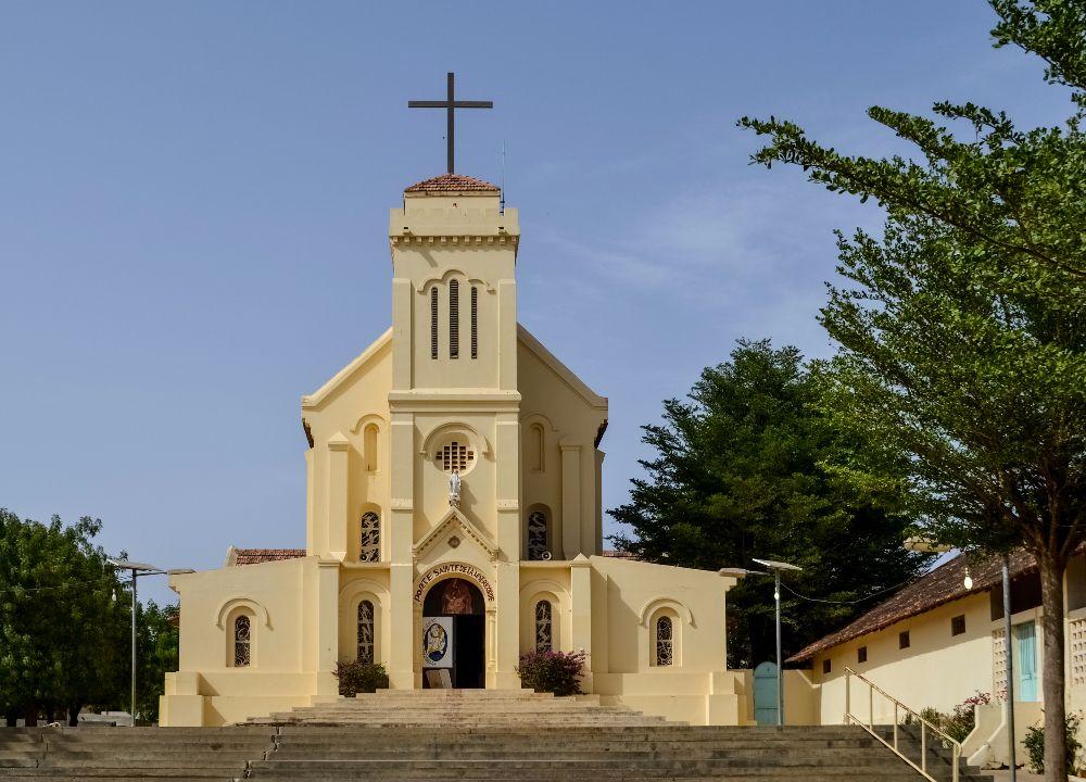 REFECTION ET REHABILITATION D'EDIFICES RELIGIEUX: Macky engage les travaux de réhabilitation de la Cathédrale de Ziguinchor et de la Basilique de Popenguine