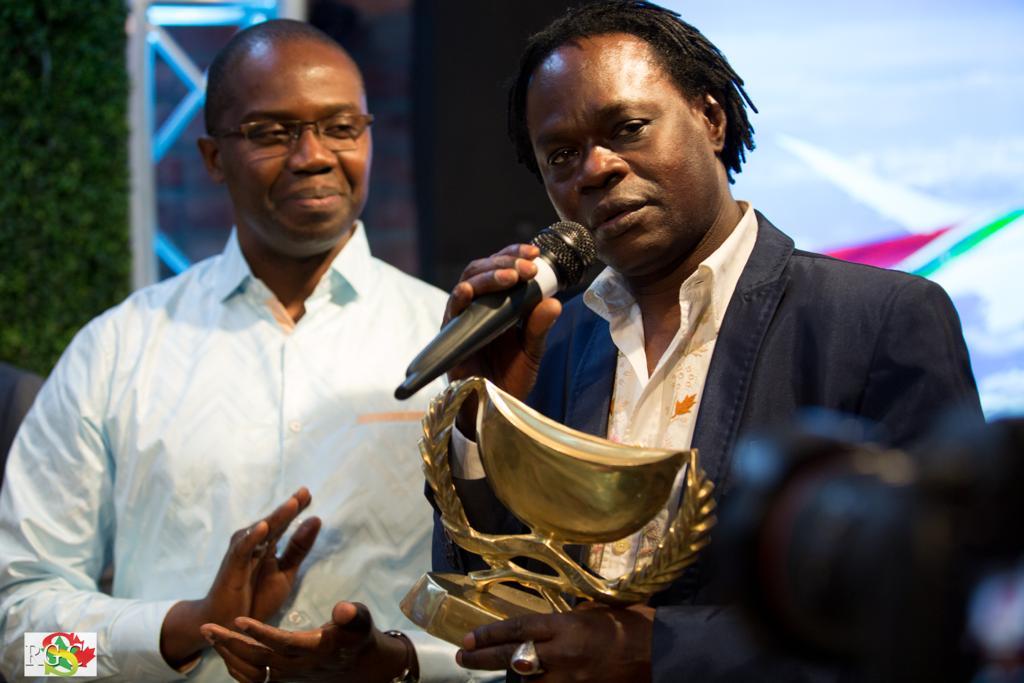 IMAGES : Consécration aux calebasses de l'excellence awards au « Black Panther » Baba Maal au Canada.