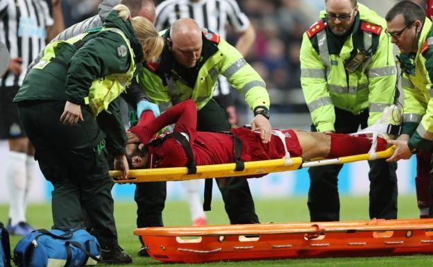 Coup dur pour Liverpool : Après Naby Keïta, Mo Salah sorti blessé contre Newcastle pourrait manquer le retour contre le Barça, Mardi.
