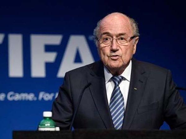 Football : Sepp Blatter annonce une plainte contre Infantino et la FIFA