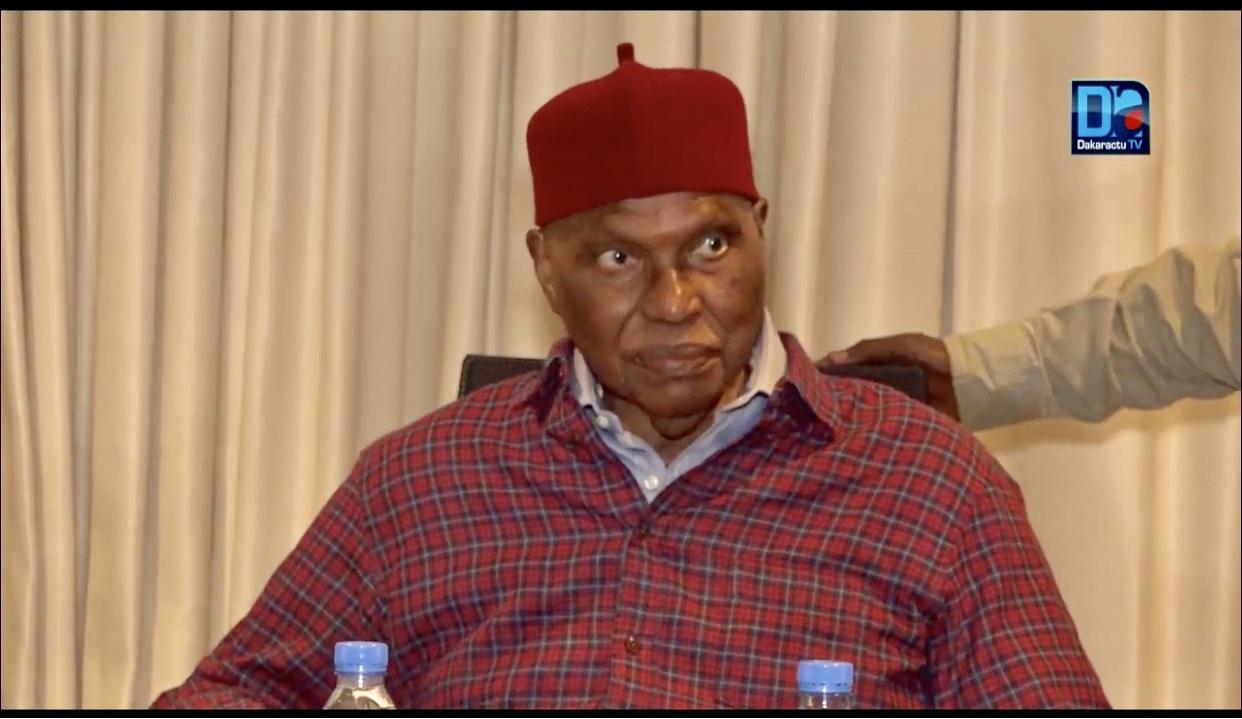 «Mbaye Diack, un exemple de probité, de courage frisant la témérité a disparu.» (Abdoulaye Wade)