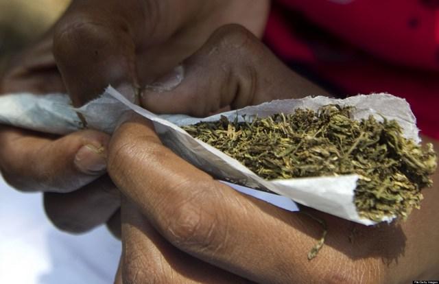 Insolite / Jugé devant le Tribunal des flagrants délits pour consommation de drogue : Le marabout cachait deux joints de yamba sous son tapis de prière.