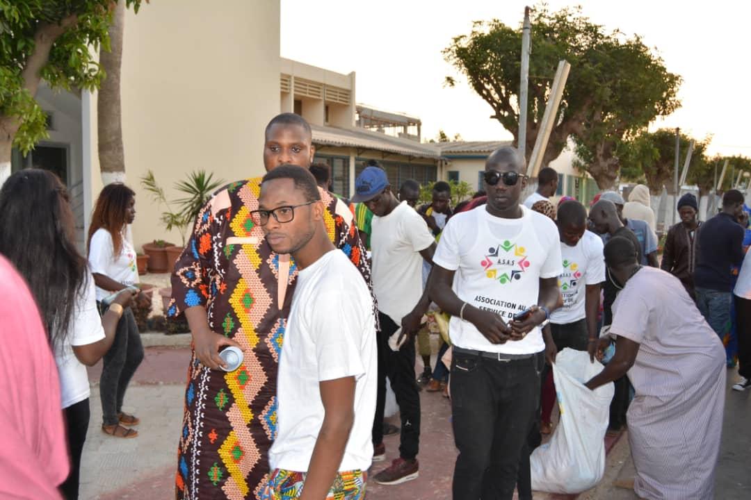 Action sociale : Alé Niang, le fils de Me Madické Niang distribue des «Ndogous» dans les hôpitaux et les mosquées.
