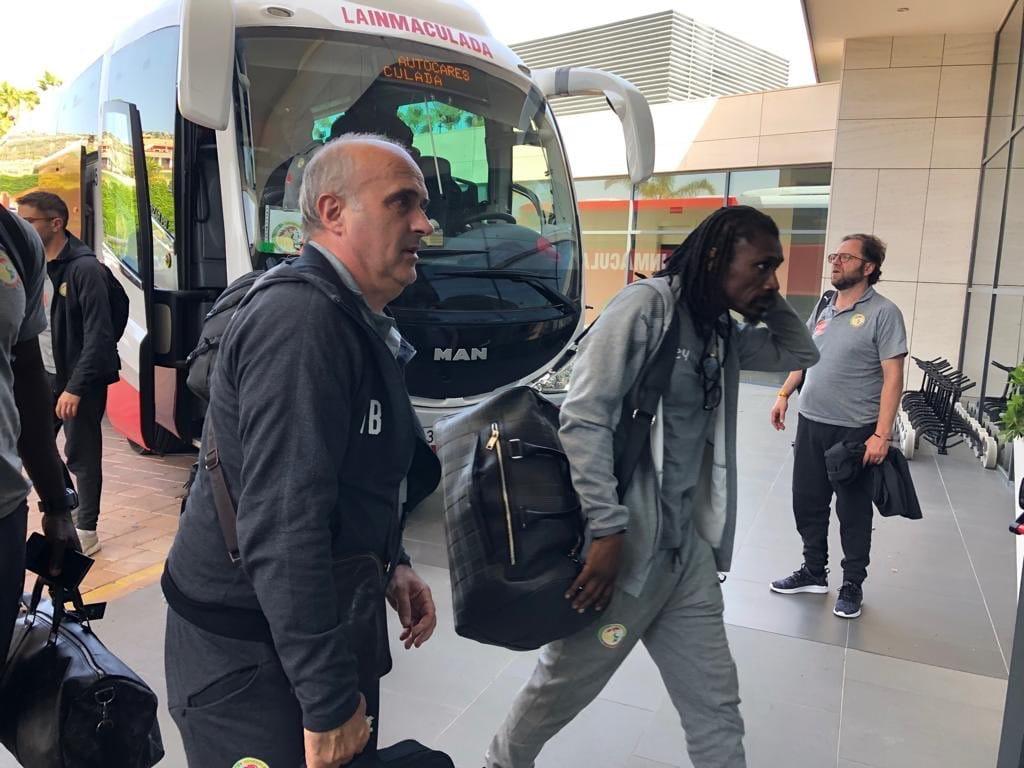 Alicante : Sieste, décrassage et séance d'entraînement ludique pour les Lions