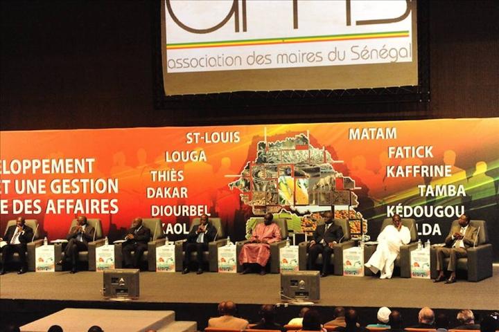 L'Association des maires du Sénégal soutient son président Aliou Sall et demande à l'État de faire la lumière sur les contrats pétroliers.