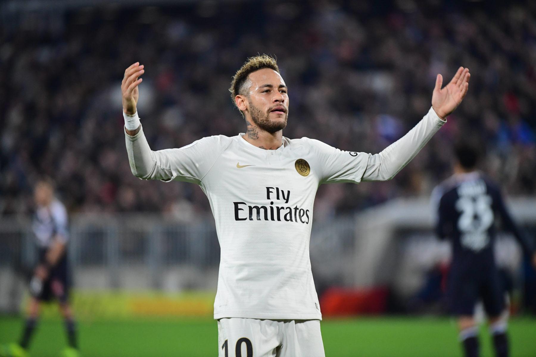 Mercato : Le Real offre 130 millions d'euros pour Neymar, le PSG en réclame 300, le Barca à l'affût…