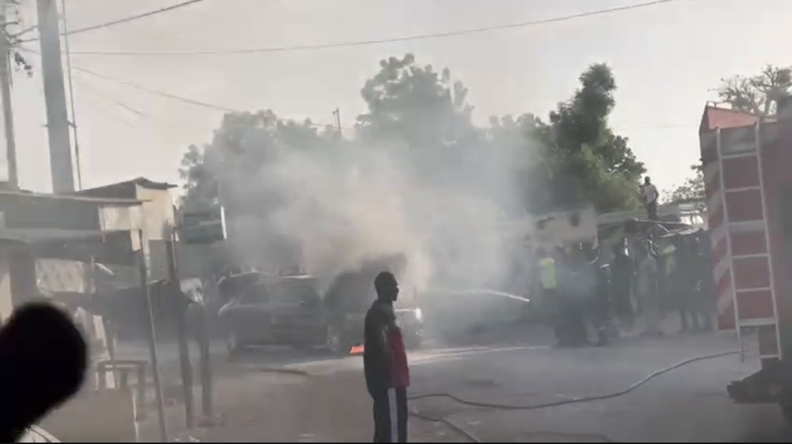 Entrée Nguéniène : Le véhicule du président Macky Sall a pris feu...