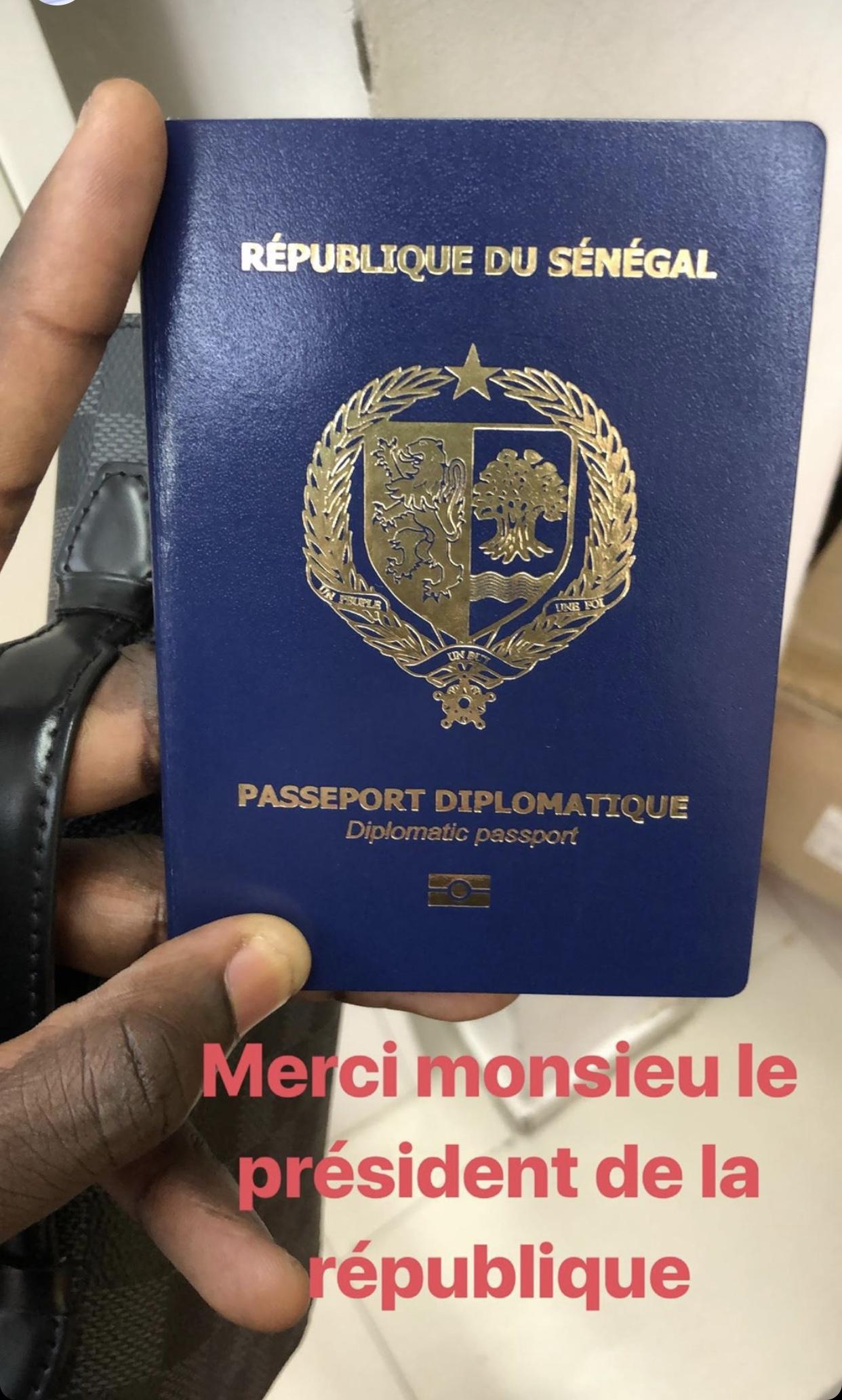 Macky Sall offre un passeport diplomatique à chaque Lion
