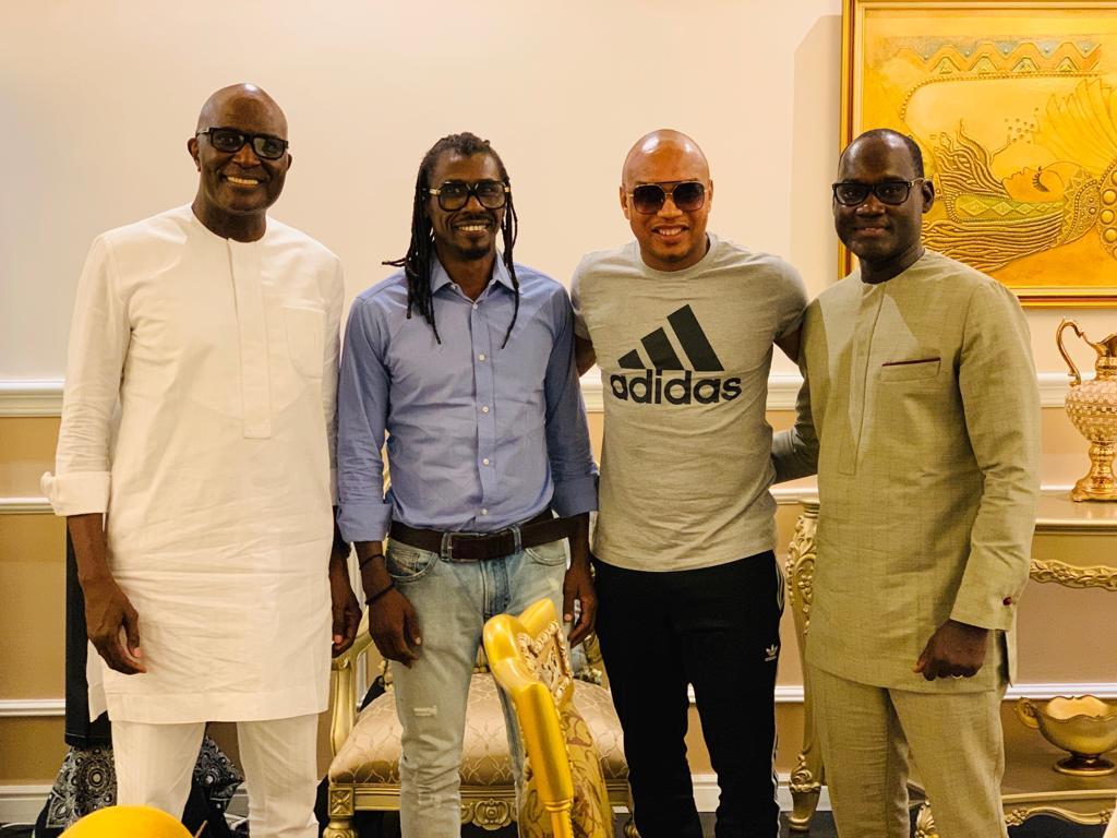 Babacar Ngom Sedima reçoit El Hadj Diouf et Aliou Cissé en dîner chez lui.