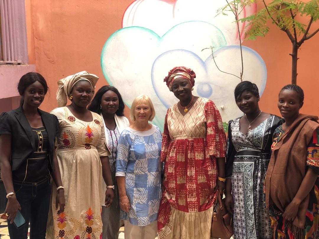 Mimi Touré rend visite à la Maison Rose de Guédiawaye accueillant les femmes et enfants victimes de violence