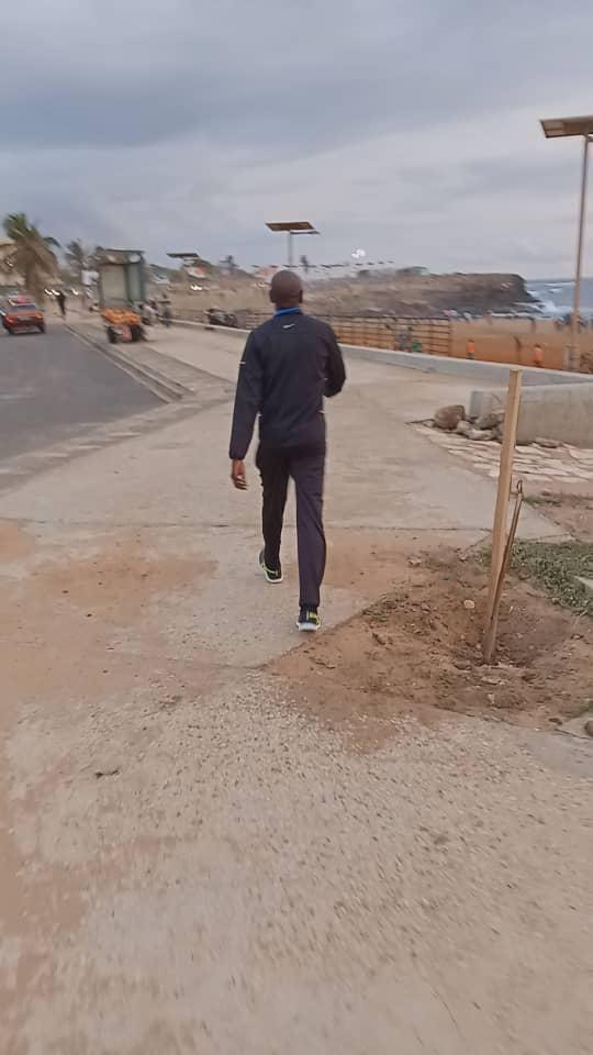 Le Ministre de l'intérieur Aly Ngouille Ndiaye filmé en train de faire son jogging sur la Corniche Ouest