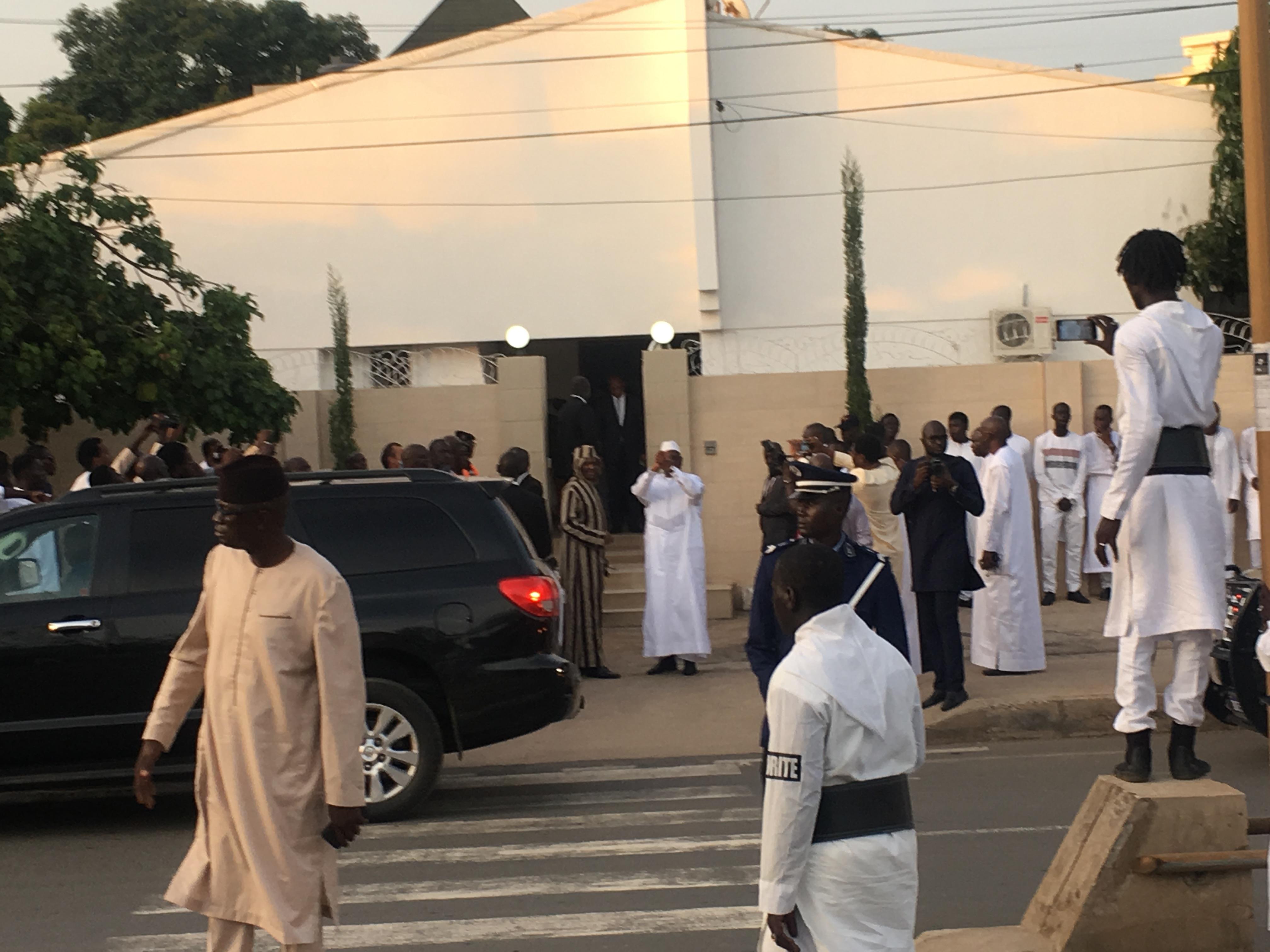 Condoléances : Arrivée du président Macky Sall chez Cheikh Modou Kara.