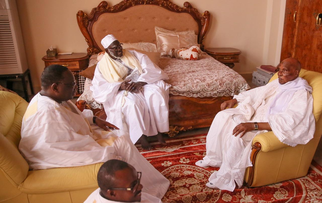 Retrouvailles dans les retrouvailles Wade -Macky / Idy, Niasse, Madické et Adjibou se sont aussi frottés avec les deux Présidents sous l'œil apaisant du Patriarche de Touba.