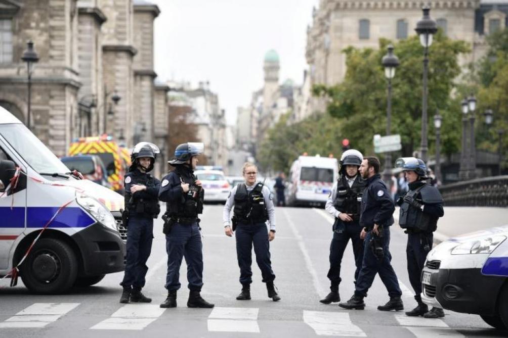 Attaque à la préfecture de police de Paris : Quatre personnes tuées, l'assaillant abattu.