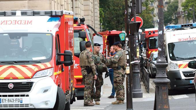 Attaque de Paris: l'enquête privilégie la piste terroriste