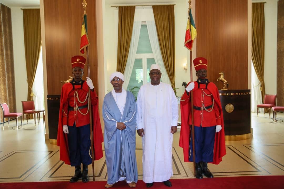 L'Ambassadeur du Soudan au Sénégal a présenté ses lettres de créances au Chef de l'État .