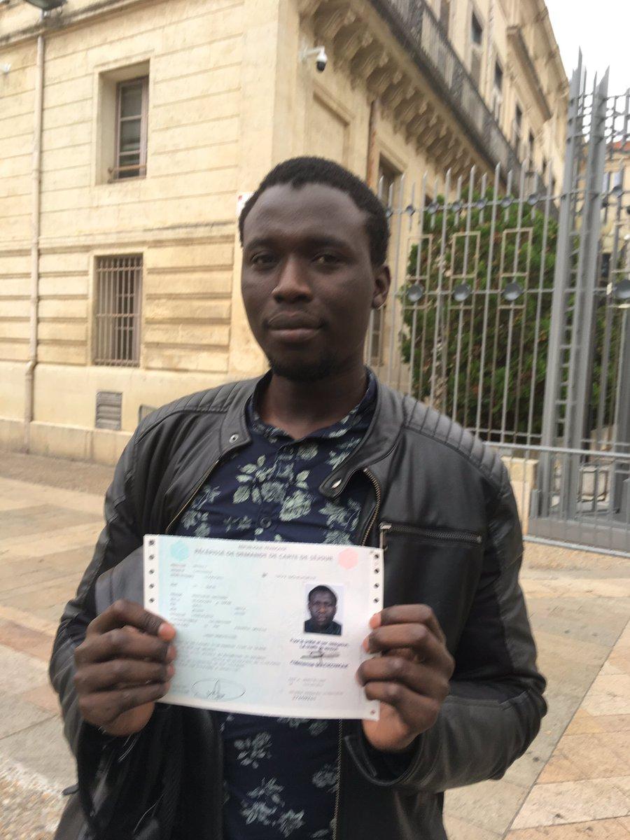 Menacé d'expulsion du territoire français, l'enseignant sénégalais Moustapha Guèye obtient un sursis.