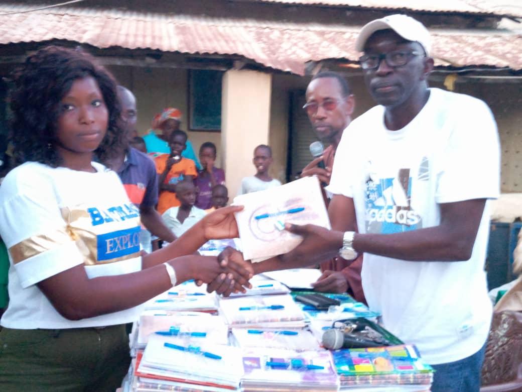 Koungheul : le CT Com du ministère des Sports, Mbaye Jacques Diop, offre des fournitures à 216 élèves