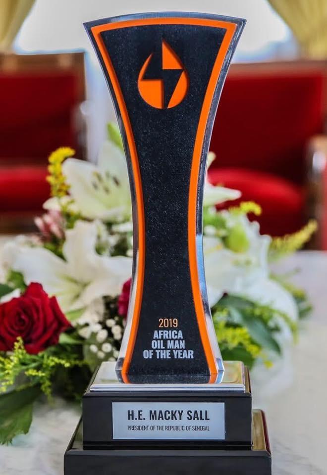 Palais de la République : Makhtar Cissé remet au président Macky Sall son prix de « Homme africain du pétrole »