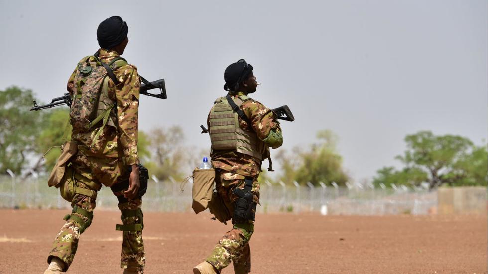 Burkina Faso : Quatre militaires et un policier tués dans deux attaques terroristes