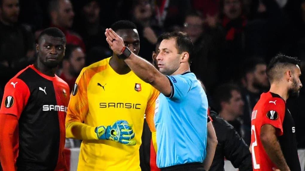 Ligue Europa/ Rennes - Cluj (0-1) : Édouard Mendy prend un rouge direct, Mbaye Niang rate un pénalty.