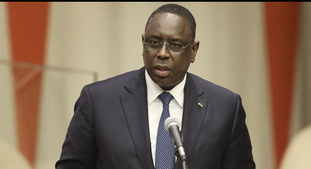 """LIMOGEAGES AUTOMATIQUES / Ce """" tiim mbaa  sutu """" du Président Macky Sall qui impose un code de conduite interdisant certains types de communication !"""