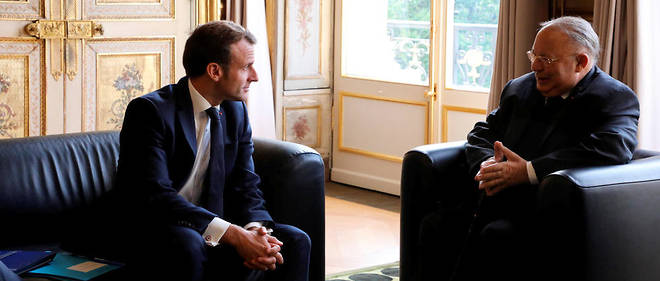 Port du voile en France : Emmanuel Macron somme le CFCM à tenir un discours clair